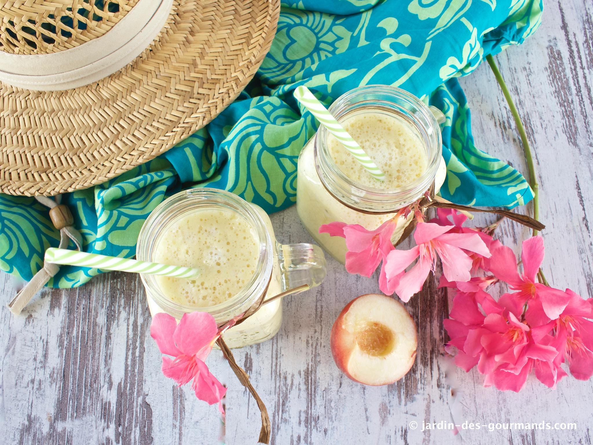 smoothie-ananas-peches-bananes-JDG3